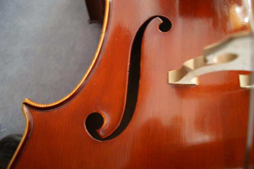"""Cello No. 26 """"Italiener"""" Zarge, F-Loch und Steg"""